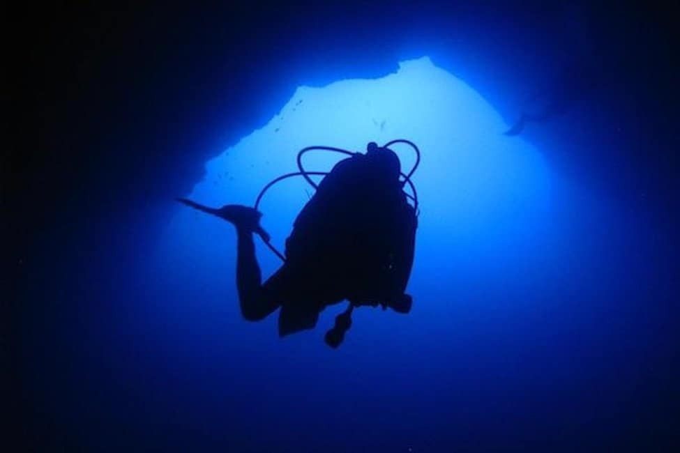 diving_cave-Gozo_billinhurst